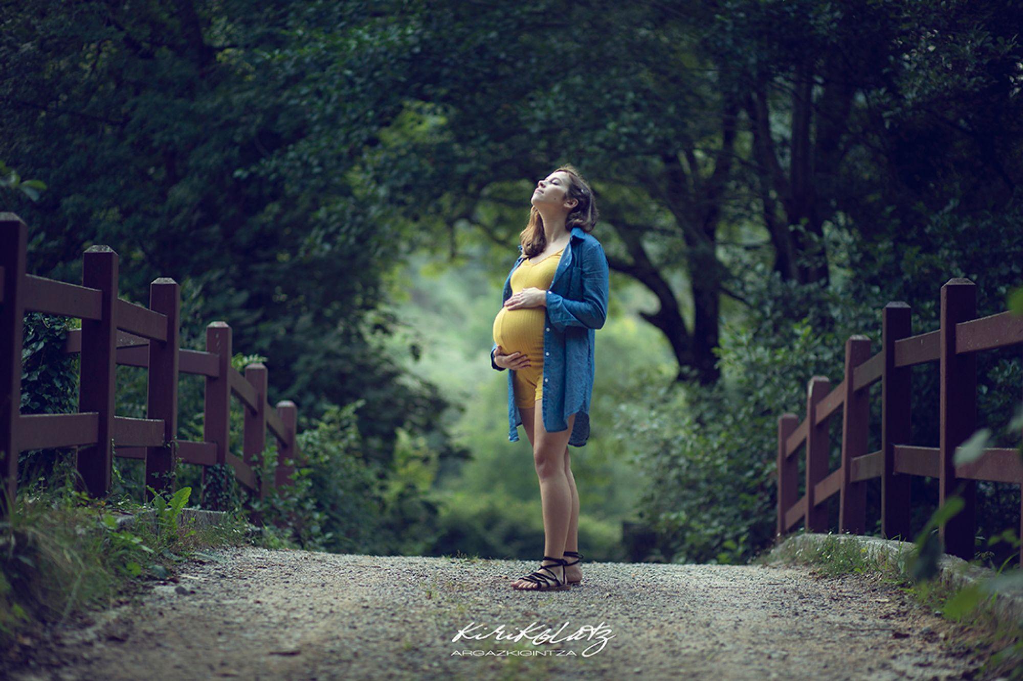 Fotos de embarazada, sesión exteriores en Urdaibai