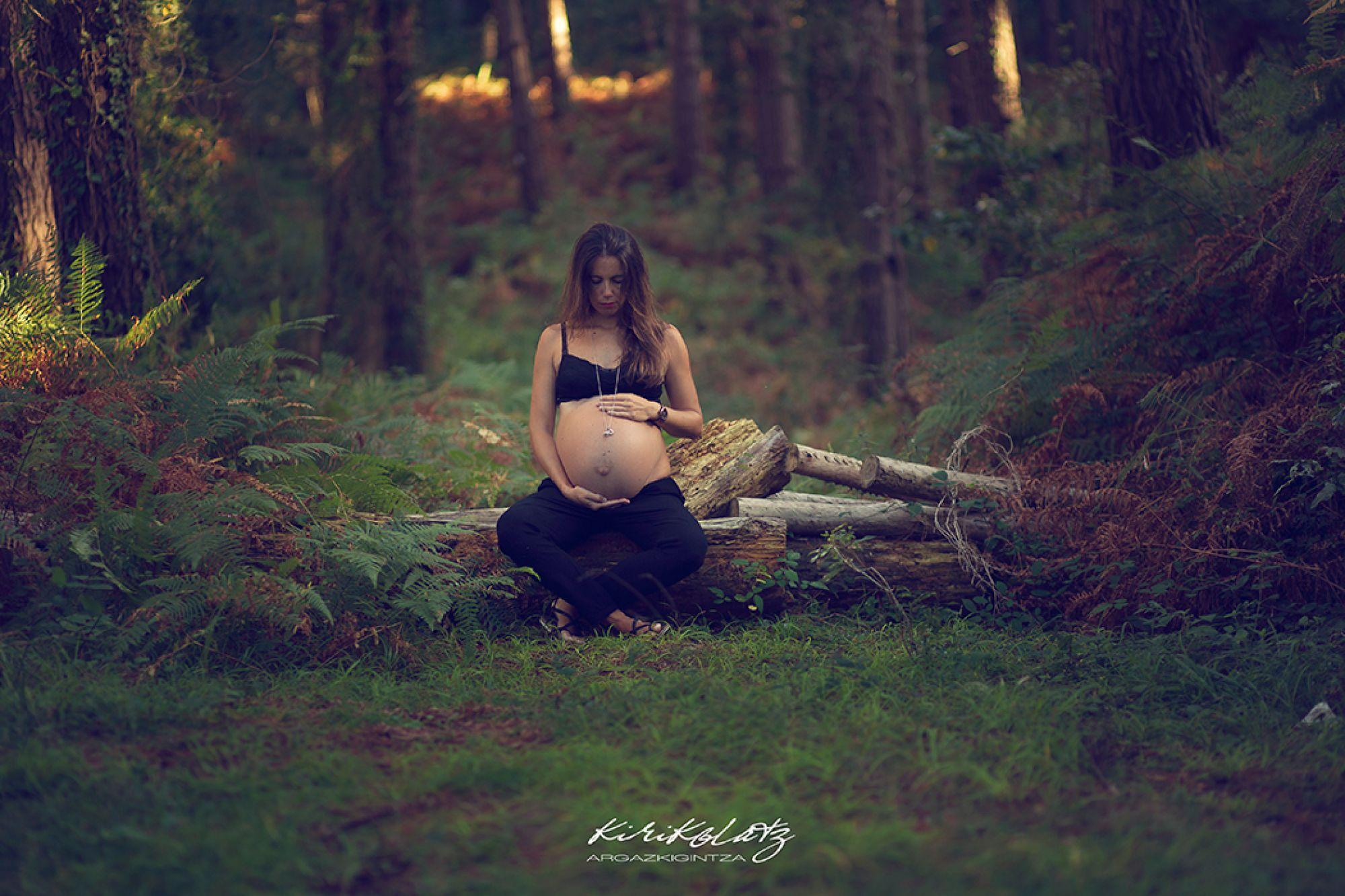 Fotos embarazo y familia en Urdaibai, Otoño