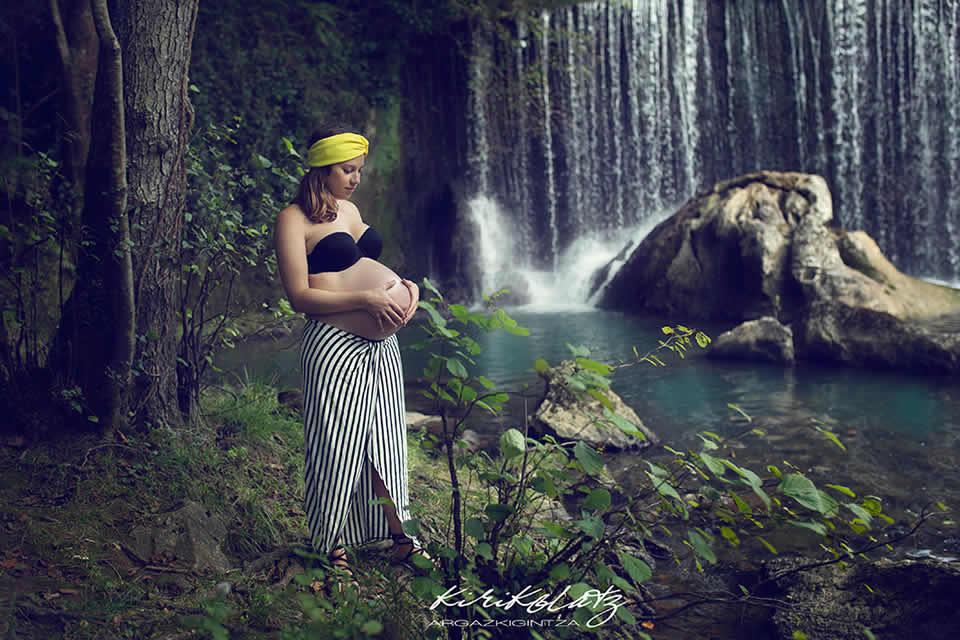 embarazada-sesion-fotos-exteriores-urdaibai.jpg